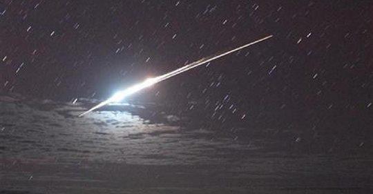 多名飞行员在爱尔兰目击UFO:发强光极速掠过