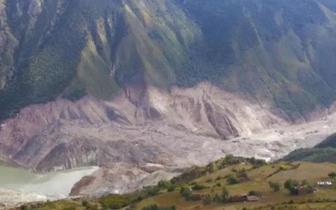金沙江白格堰塞湖过流泄洪顺利 甘孜州无人员伤亡