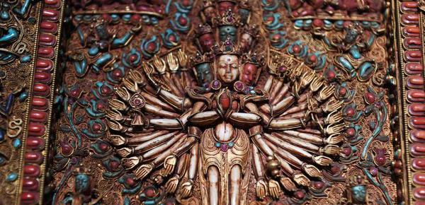 掐丝宝石唐卡亮相兰州 嵌有多种名贵宝石