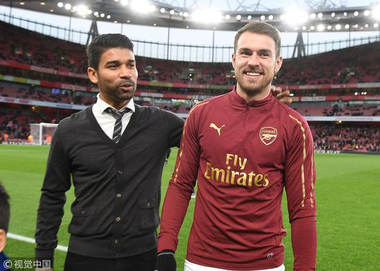 看到这两个人同框 阿森纳球迷怎能不泪流满面啊?