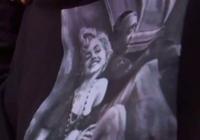 美一初中生穿梦露图案运动衫 被指违反着装规定