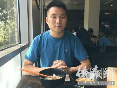 美国派帕黛恩大学的大二学生Eric Chang。(美国《侨报》/王珂莹 摄)