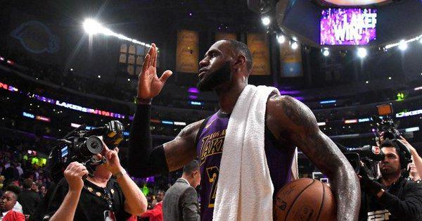 里程碑之夜!詹皇:創紀錄先謝家鄉阿克倫,我這一路走來不容易-Haters-黑特籃球NBA新聞影音圖片分享社區