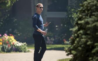 被库克批评之后扎克伯格下令FB高管都用安卓手机