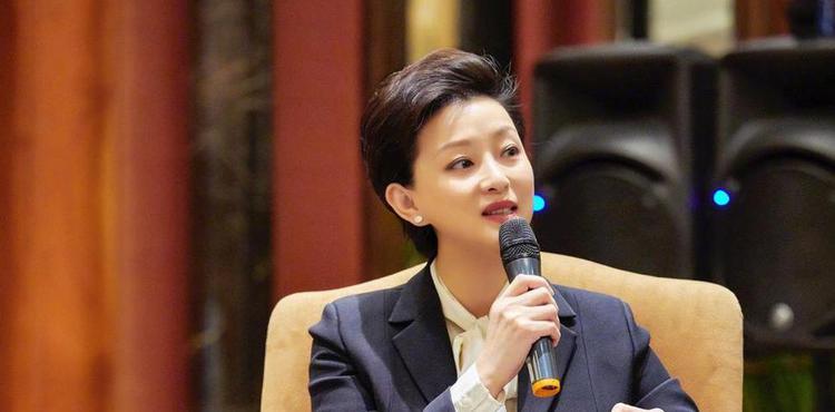 【她说】专访杨澜:娱乐时代 女人能否不焦虑?