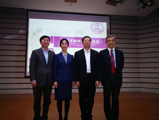 江小涓就任清华大学公共管理学院院长 薛澜卸任