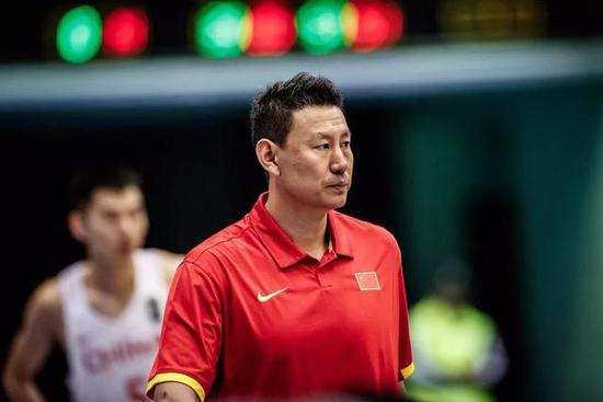 李楠:中国男篮还未称霸亚洲 伤病是选人的最大难题