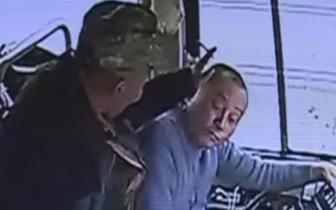 坐过了站,乐山一男子朝班车司机一拳打去