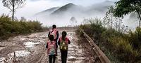 7岁男孩翻4千米高山:读书人生没有失望