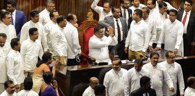斯里兰卡政局恶化 议员霸占议长座位50分钟