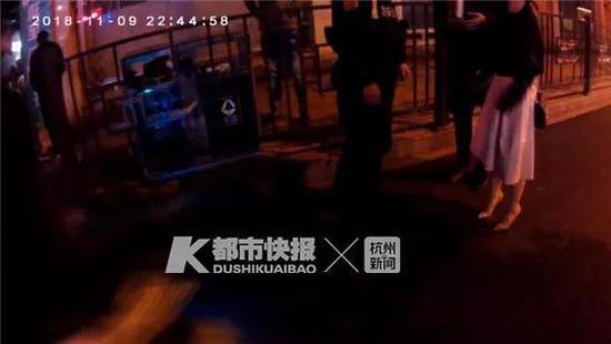 男子花500元网上约饭 赴约女子喝醉被警察带走醒酒