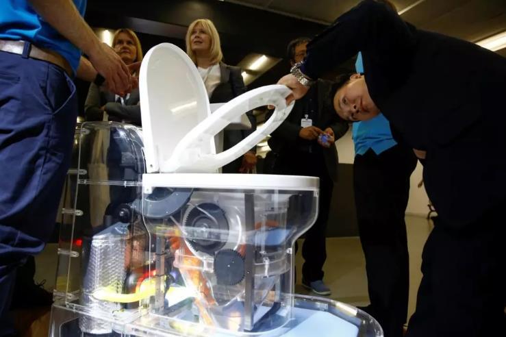 看看盖茨的未来:消灭病原体、无需下水道
