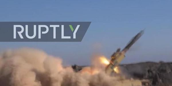 叙自制重型火箭炮外形奇特 威力巨大