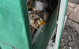 仁寿这个地方的配电箱一直未锁 真的好危险!