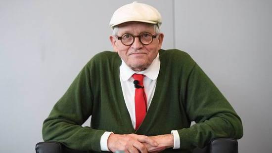 大卫・霍克尼画作拍6.26亿天价 问鼎最贵在世艺术家
