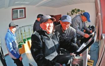 新华街山橡社区养老中心为老年人解决日常困难