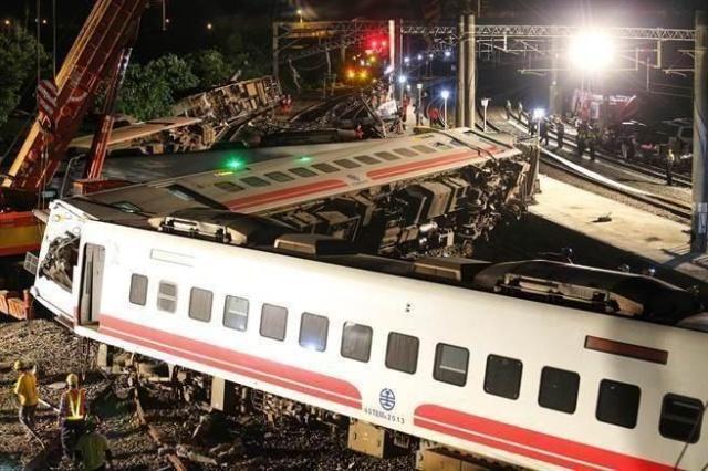 台列车出轨翻覆事故调查初判:涉人为、机械因素