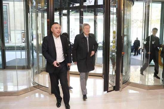 周小川谈金融监管:不能放得太松 代价已经深有体会