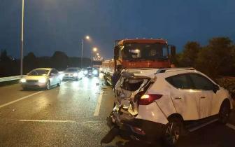 张家港发生一起严重交通事故 所幸无人员伤亡