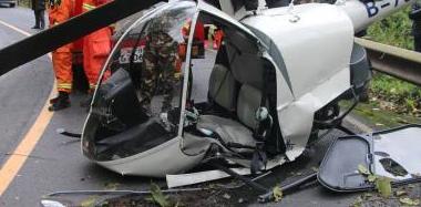 一架直升机坠落峨眉山 两名驾驶员受伤