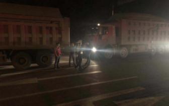 九龙坡:区交巡警白市驿大队积极开展渣车专项整治行动