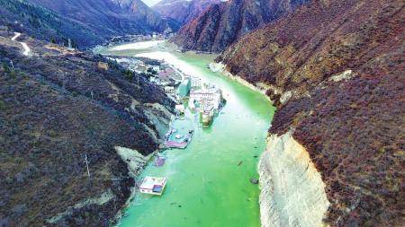 两战金沙江悬湖:堰塞湖泄流20天 危险基本解除