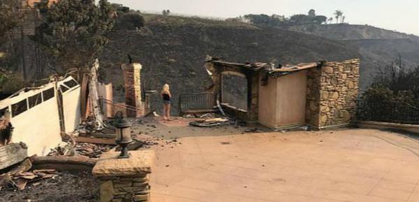澳洲导演豪宅财产被山火烧毁 兜里剩20美金
