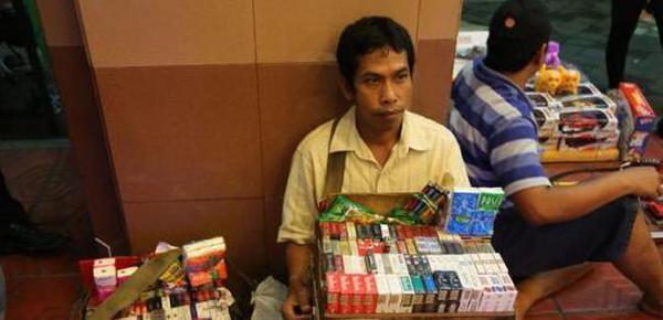 中国游客图揭真实印尼 看看百姓月入多少钱