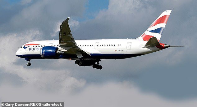 多名客机飞行员在爱尔兰上空发现神秘灯光