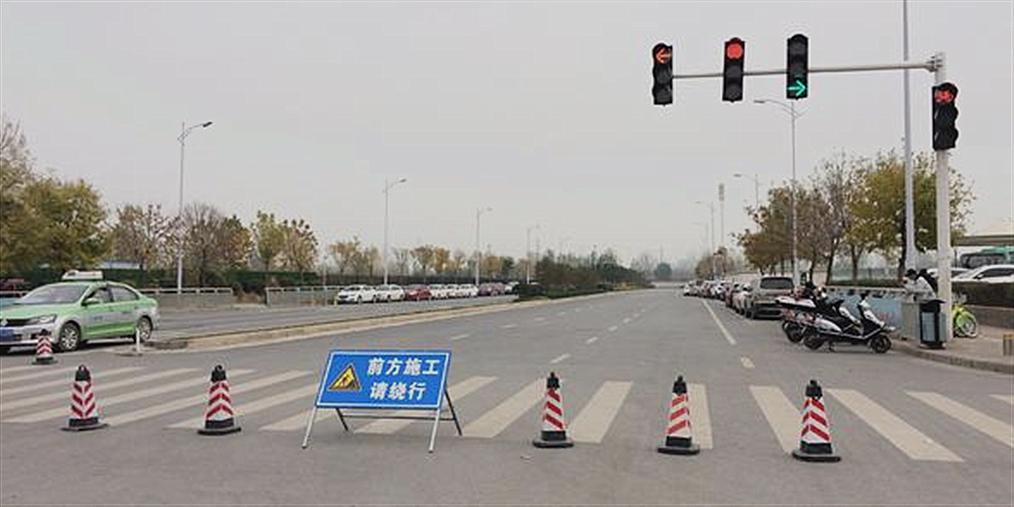郑州一道路有围挡却看不到施工 咋回事