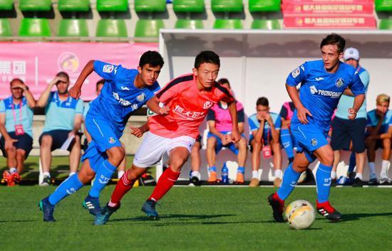 图5:2018年8月,恒大足球学校西班牙分校03梯队与西班牙赫塔菲俱乐部梯队进行比赛