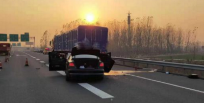 交警妥善处理追尾事故 及时恢复道路畅通