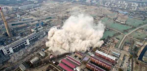 太原撤除65岁高龄热电厂 105米修建被爆破