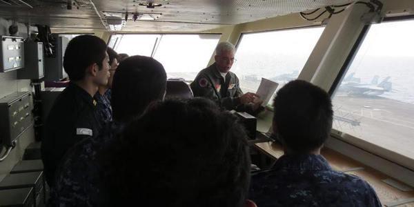 日驱逐舰和2艘美军航母联合巡航演练
