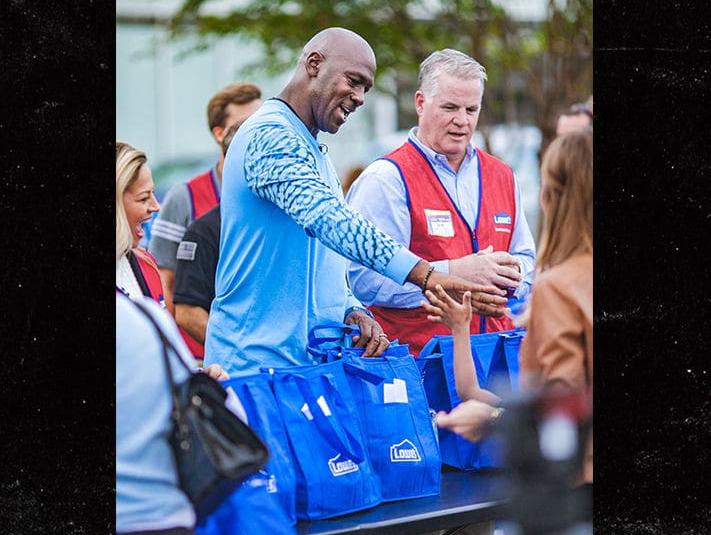 【影片】暖心!Michael Jordan返北卡慰問颶風災民:確保捐的錢都用在了正確的地方!