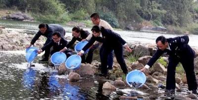 """非法捕捞!贺州两男子被拘役 需完成""""生态救赎""""!"""