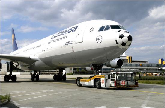两架飞机空中险相撞 竟因调度员英文水平低