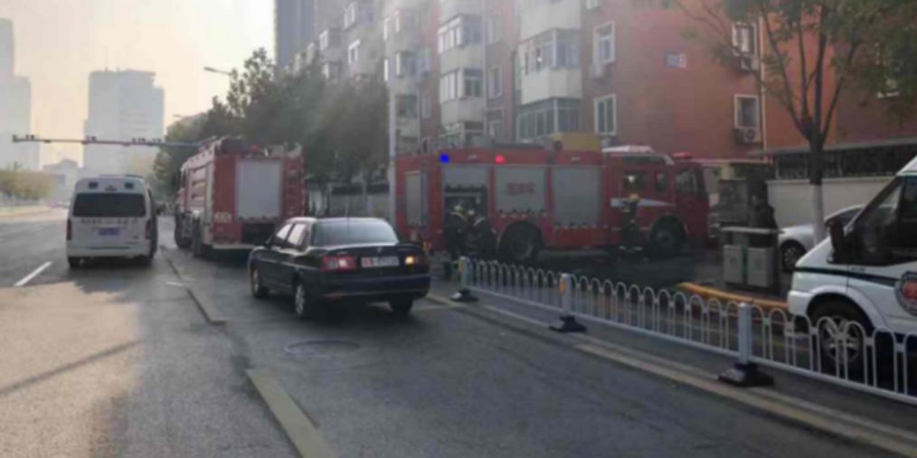 南开一居民家中起火 消防到场扑救