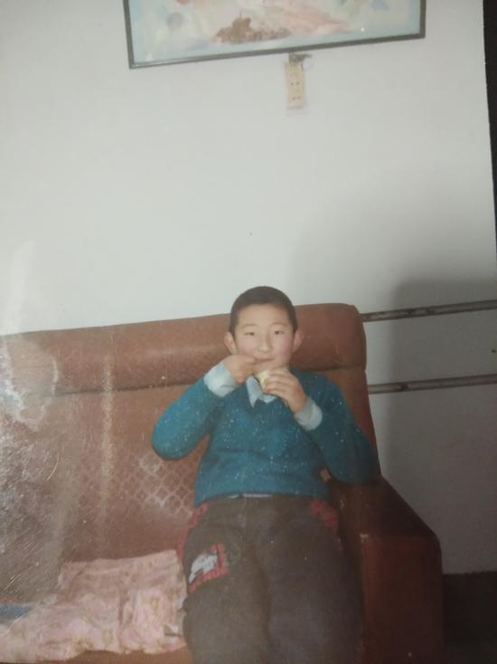 8岁前的孟祥龙是个小胖子