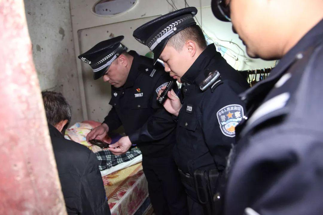 宜州出动200警力开展治安集中清查整治统一行动