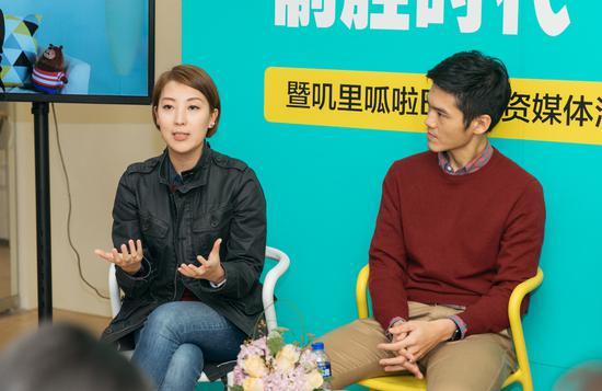 叽里呱啦联合创始人许可欣(左)和CEO谢尚毅(右)宣布完成数千万美元B轮融资