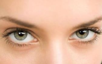 揉眼睛有七伤:角膜溃疡、加重近视、眼皮松弛……