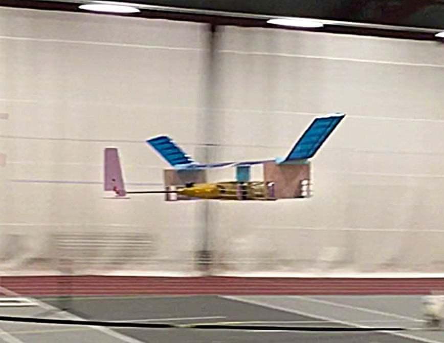 用4万伏电压代替发动机 这架离子风飞机飞了60米