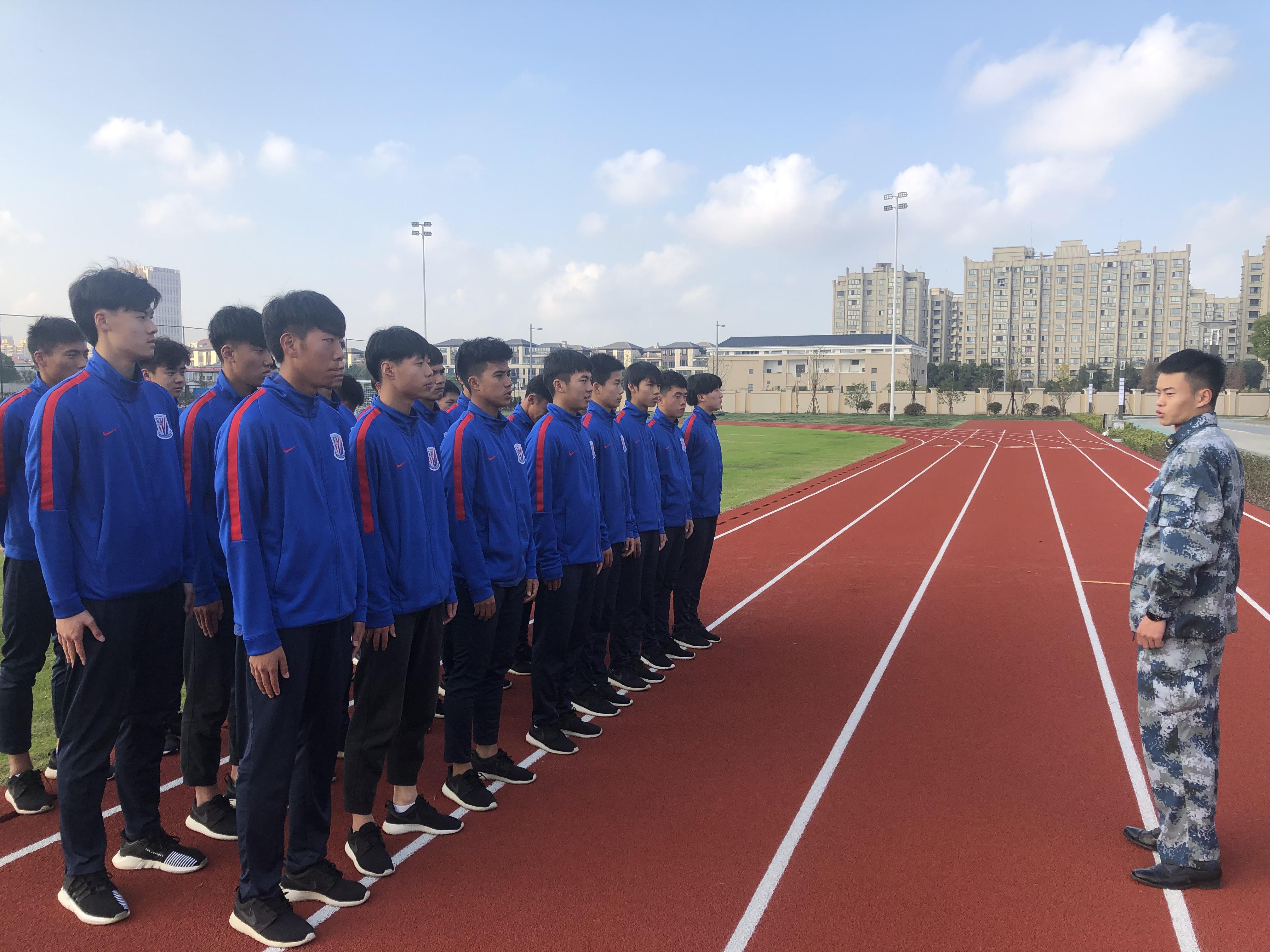 申花U19梯队参观空军 未来一周进行军训强化作风