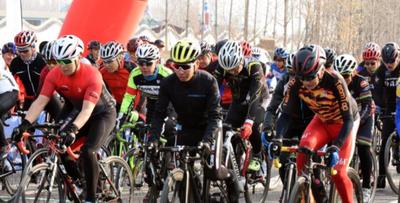 京津冀共400余名骑行爱好者骑游廊坊市