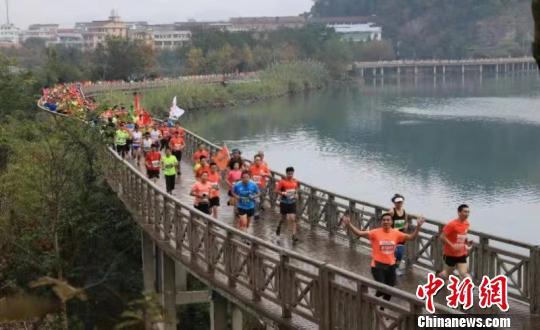图为:2018神仙居绿道马拉松 浙江省仙居县委宣传部供图