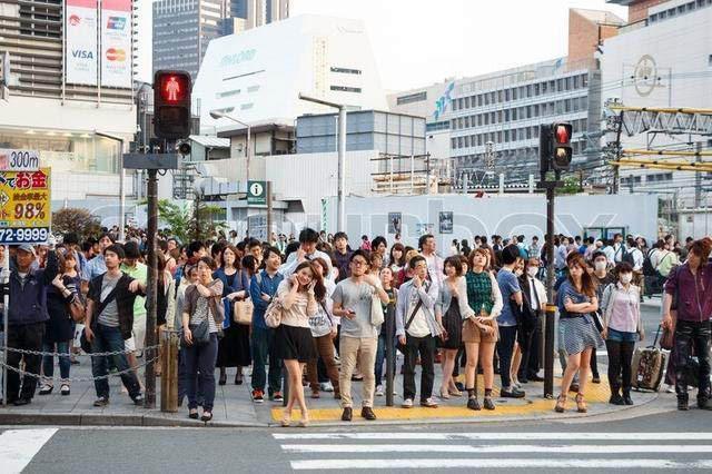 双语阅读:东京太拥挤 日本政府付钱请民众搬离