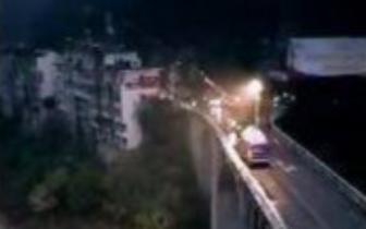 巴中南江一轿车坠下25米高大桥 车内4人全部死亡