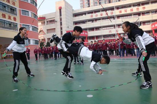 中小学体育困境:提高学生体质 只有分数一招?