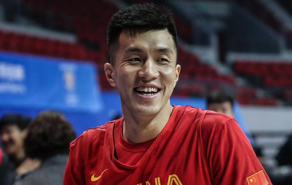 中国男篮备战训练 郭艾伦状态轻松喜笑颜开